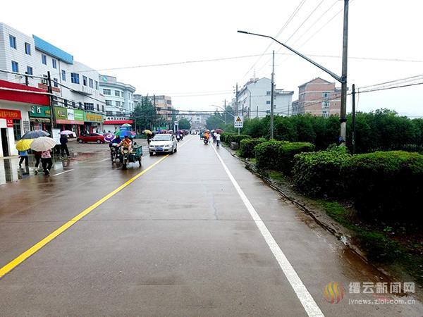 """东方镇告别存在10余年""""马路市场"""""""
