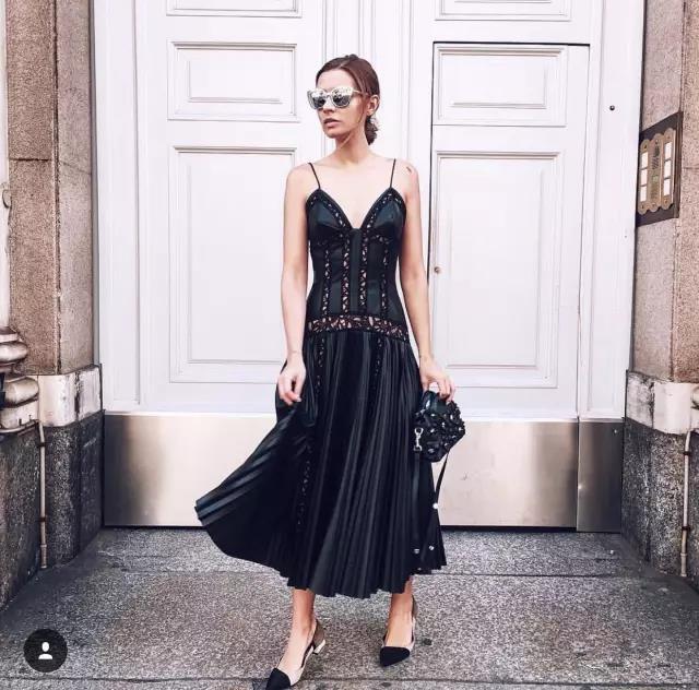 小黑裙想要穿出时髦范?4个套路直接copy就好了!