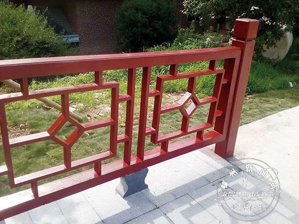 新建成慢行桥栏框已修复
