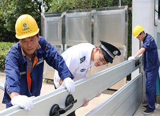 安装防洪墙 平安度汛期