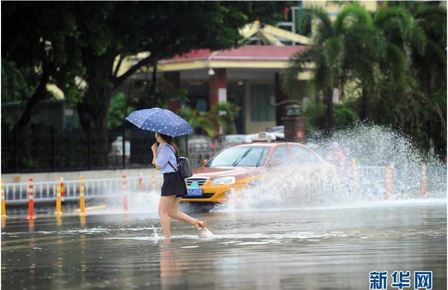 """台风""""塔拉斯""""擦过海南"""