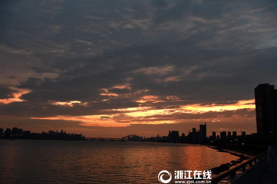 杭州:台风时节气象万千