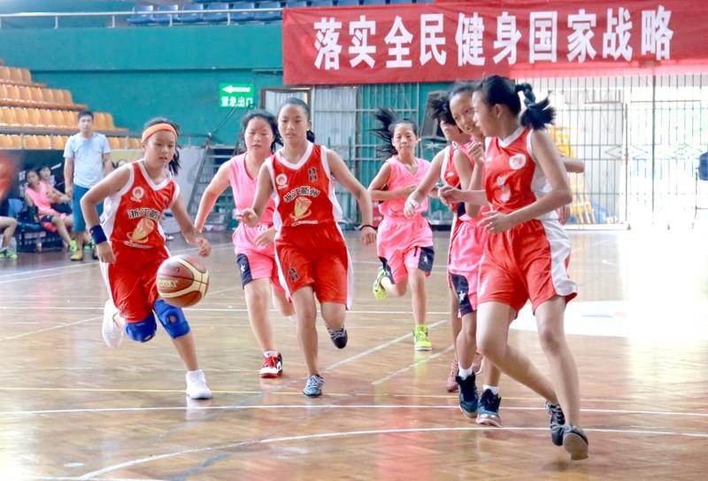 全市青少年运动会篮球赛龙游开赛