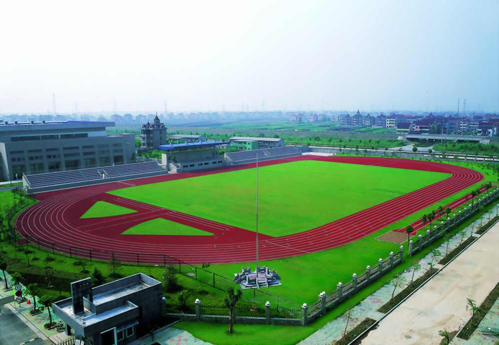 学校体育场.jpg