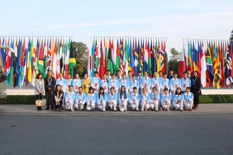 我校百位志愿者服务首届国际互联网大会.jpg