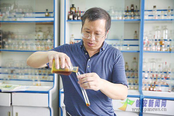化学真奇妙 ——访磐安中学教务处主任黄龙飞