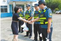 慰问运管一线执法人员