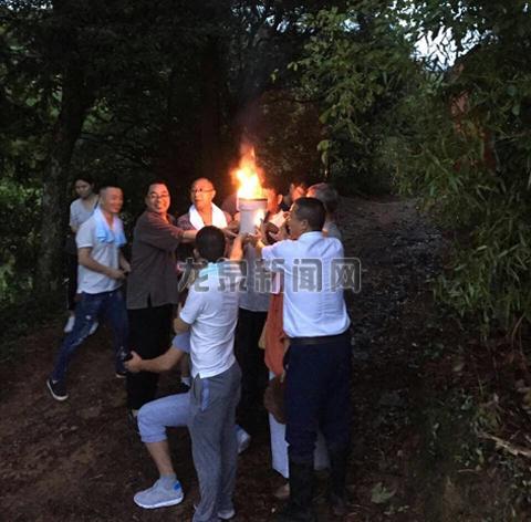 查田镇溪口村举行新建龙窑点火仪式
