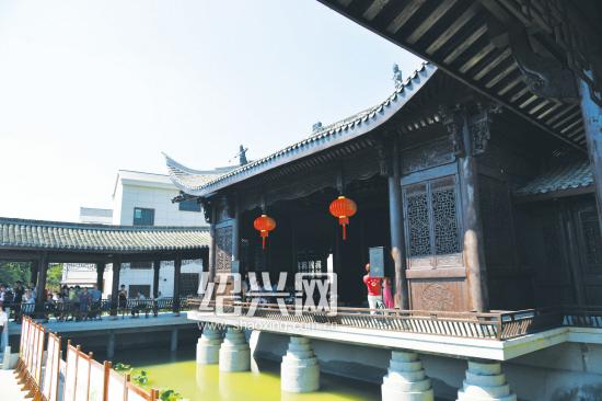 东王村有了首个仿古戏台