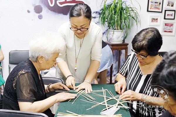"""骆玲萍:""""活化""""传统竹编 播种手工种子"""
