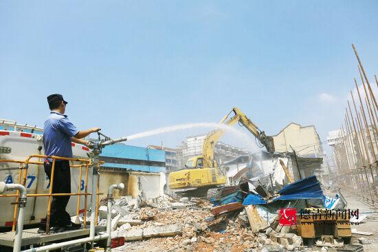 新市:拆除仙潭市场周边老旧商铺jusedaohang