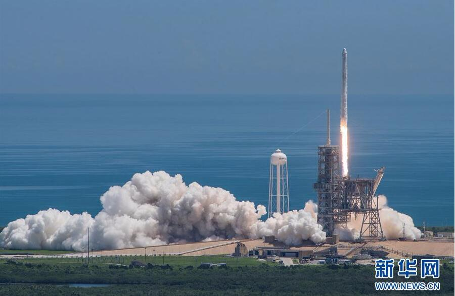 """美国""""龙""""飞船为空间站送货 火箭第一级又一次成功回收"""