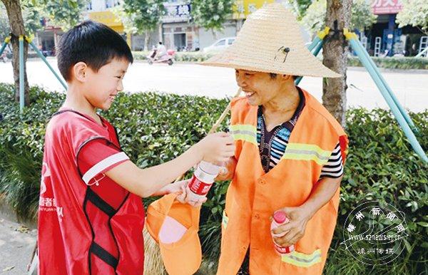 """""""越乡红领巾""""志愿服务总队开展暑期实践活动"""