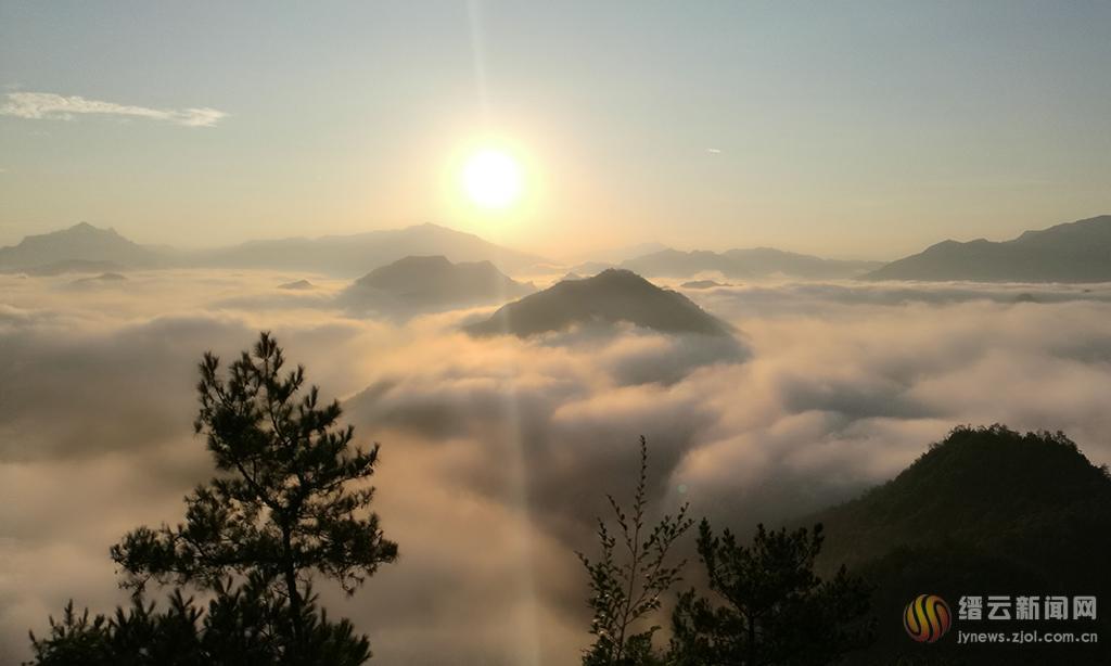 白云山云雾缭绕