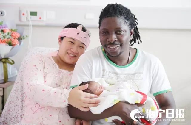 非洲小伙与袁花姑娘的宝宝出生啦!孩子像谁?