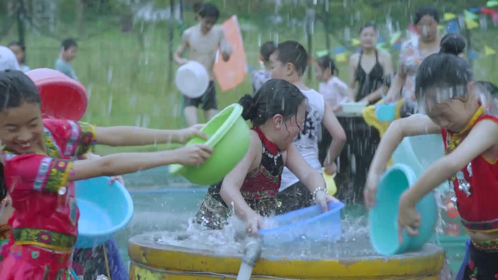 视频丨新昌十九峰景区 一场畅快的泼水节