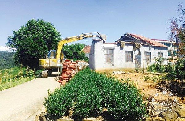 里南乡拆除5处党员干部违建厂房