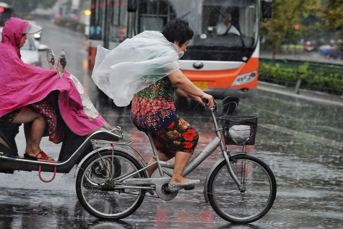 暴雨来袭 天气转凉