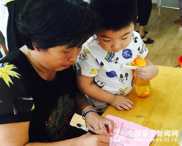 """民族幼儿园举行""""文明县城创建倡议书""""签订活动"""
