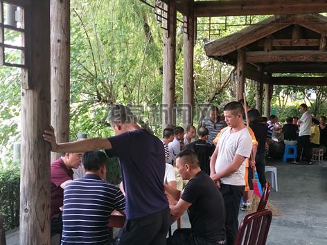 龙泉溪两岸滨江公园和环溪游步道日渐成为市民健身休闲好去处