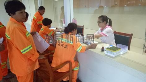 市环卫处组织600余名环卫工人在市人民医院进行免费健康体检