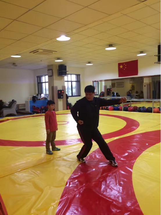 专访中国计量大学摔跤队教练王晓东:摔跤吧,孩子