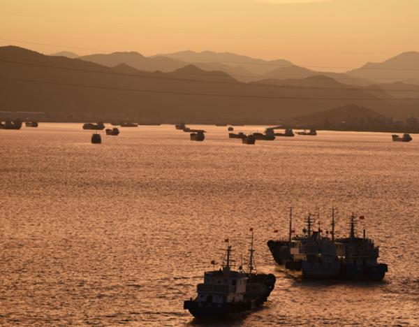椒江:渔船回港避风 景色宜人
