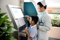 市人民医院启用自助叫号机 就诊排队更自由