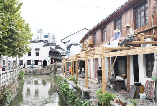 古镇重建 沿河廊檐