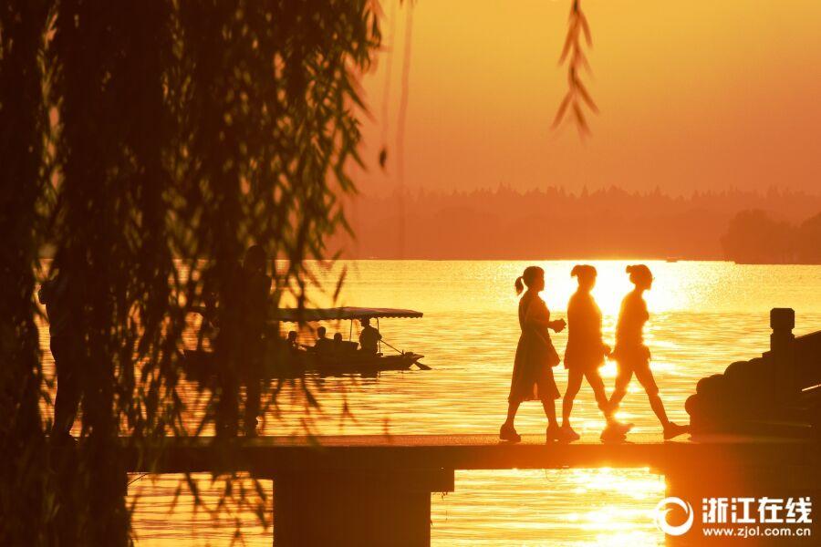日落西湖别样美