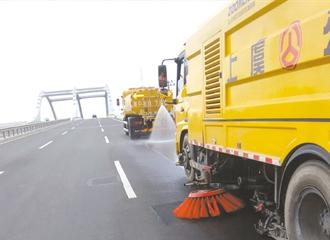 清洗公路标线 助力复评迎检