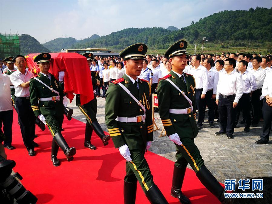 广西灌阳举行酒海井红军烈士遗骸安葬仪式