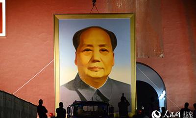 迎国庆 天安门城楼更换毛主席画像