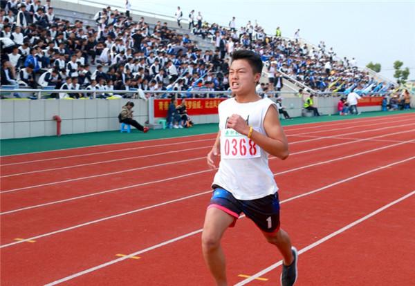 全县中小学校举行秋季运动会