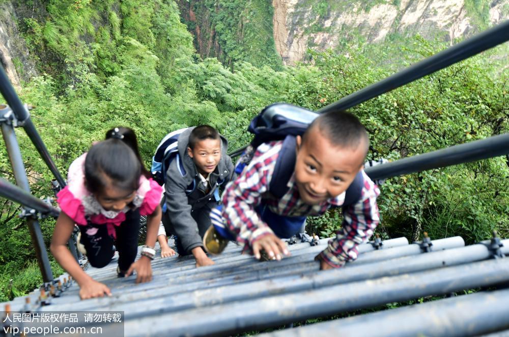 """四川""""悬崖村""""2.8公里""""钢梯走廊""""已建成 将成彝家旅游新村"""