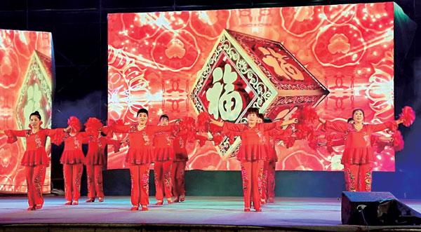 """""""舞动临海""""广场舞大赛在崇和门西广场举行。"""