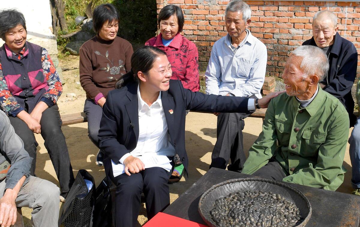新华社评论员:以党的十九大精神凝聚奋进力量