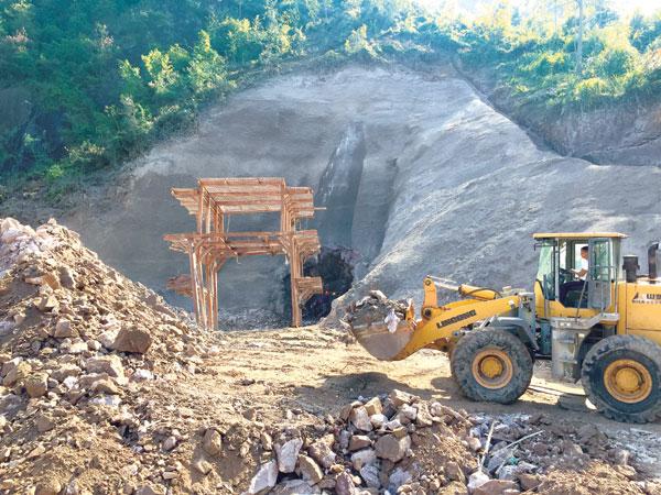省、市重点工程方溪水库工程水库大坝主体工程已完成导流洞贯通