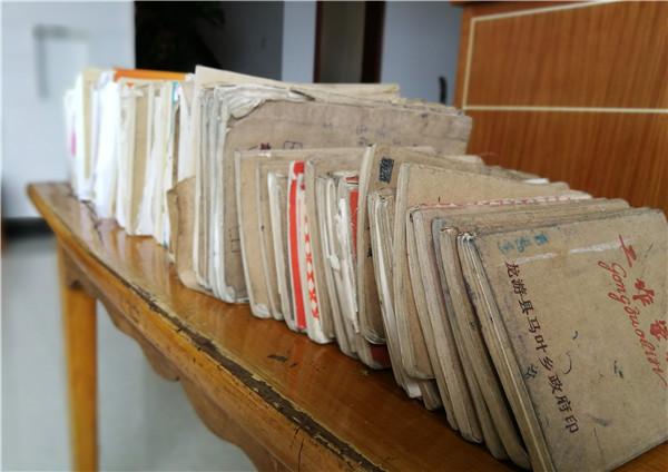 龙游乡镇工作者和她的73本笔记本