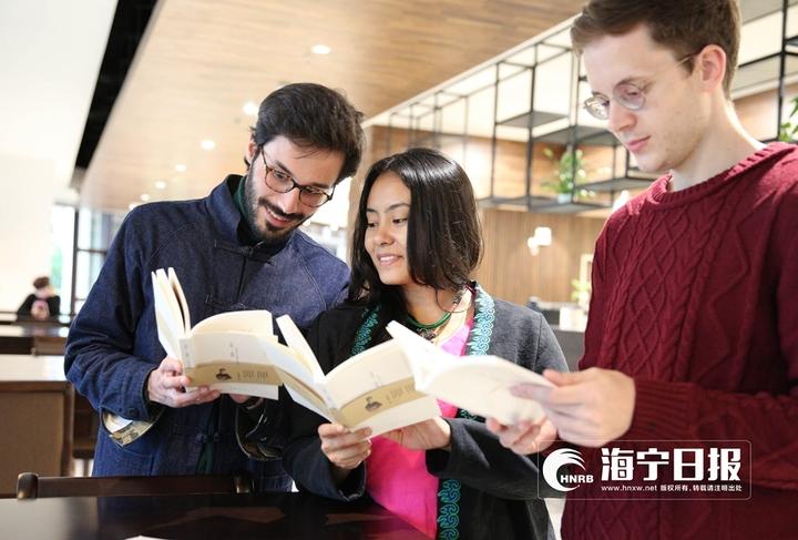 有创意!浙大19位留学生将志摩诗歌译成16国语言