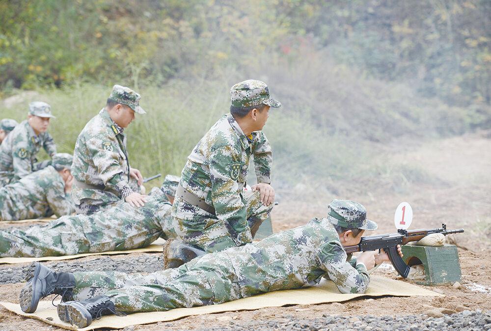 军事训练强本领
