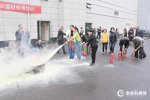 世贸广场举行消防演练