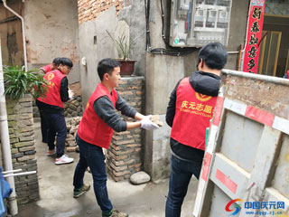 部门联合开展创建文明县城环境卫生整治活动