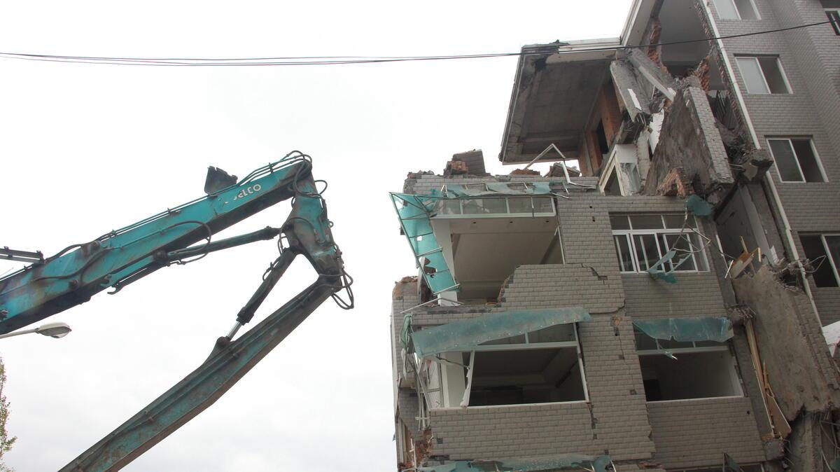 缙云7层景观楼违建多年终被拆 还要被罚款百万元