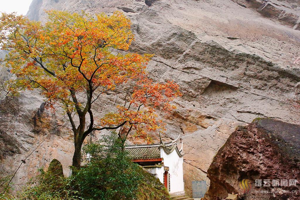 入冬岩门景还秋