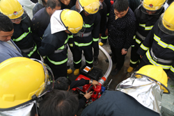 清港:150名微型消防站队员参加消防演练