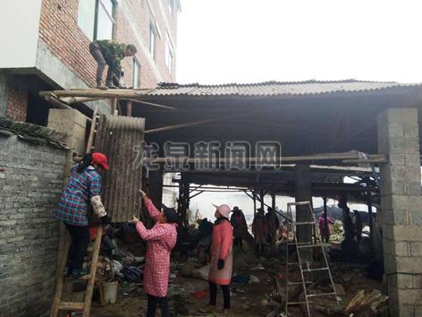 竹��畲族乡罗墩村村两委积极发动本村妇女开展拆破拆旧工作