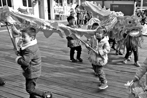 娃娃学舞龙