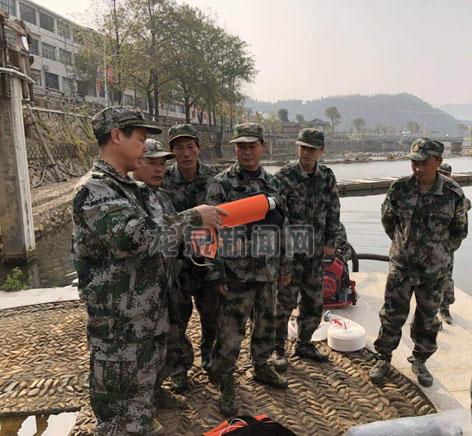 竹��畲族乡组织全乡民兵20余人开展民兵应急队伍队列和消防训练