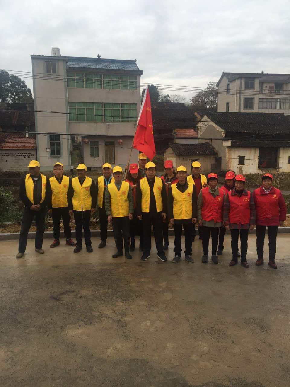 贵门乡屠溪村志愿者助力越野赛